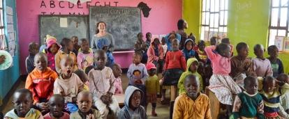 Teaching volunteers and children sing English songs together at our volunteer Teaching placements in Tanzania